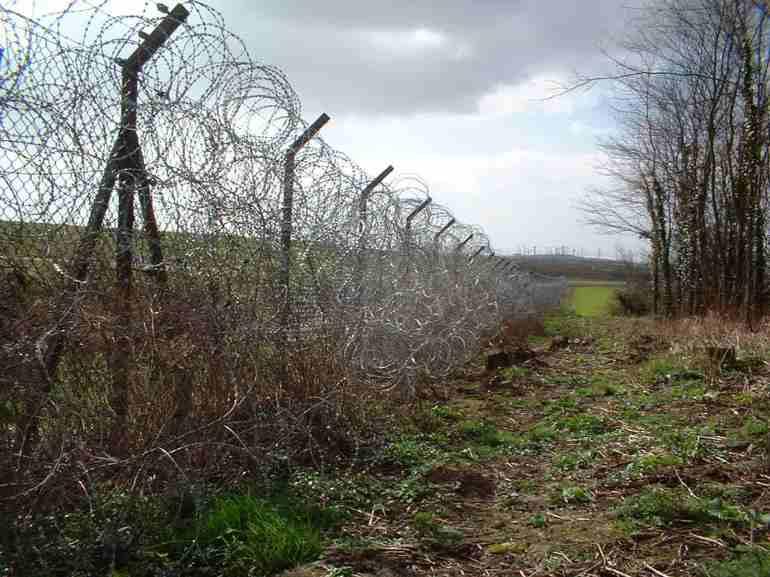 (2) Σύνορα Γαλλίας (Calais Frethun), Νοέμβριος 2001, φωτογραφία: Heath B